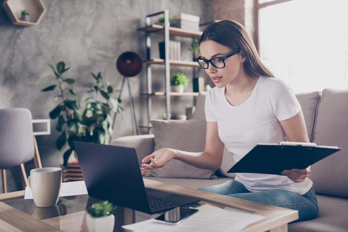 Assistante virtuelle au travail